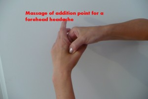 massage-of-addition-point-for-a-forehead-headache